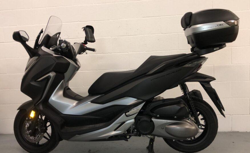Honda – Forza 300